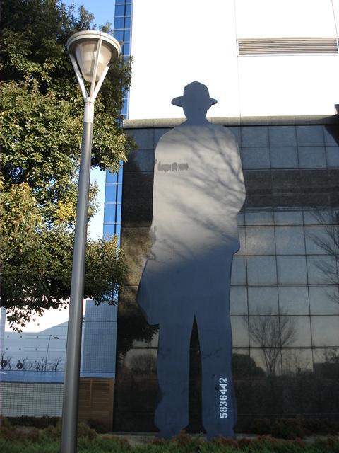 20081227 66街を守る「人影」.JPG