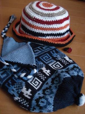 20100506 6キト新市街4先住民マーケット2帽子&リング.JPG