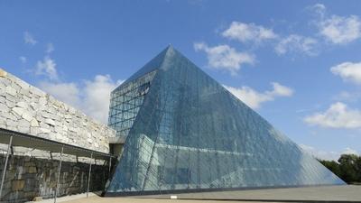 20100918 モエレ沼公園1ガラスのピラミッド1.JPG