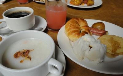 20110812 1朝食@Sabah Hotel.JPG