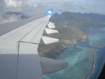 20090815 1AirTahitiNui到着 珊瑚礁の海s.JPG
