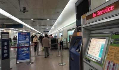 20111027 6上海地下鉄1.JPG