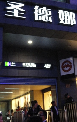 20111027 6上海地下鉄3.JPG